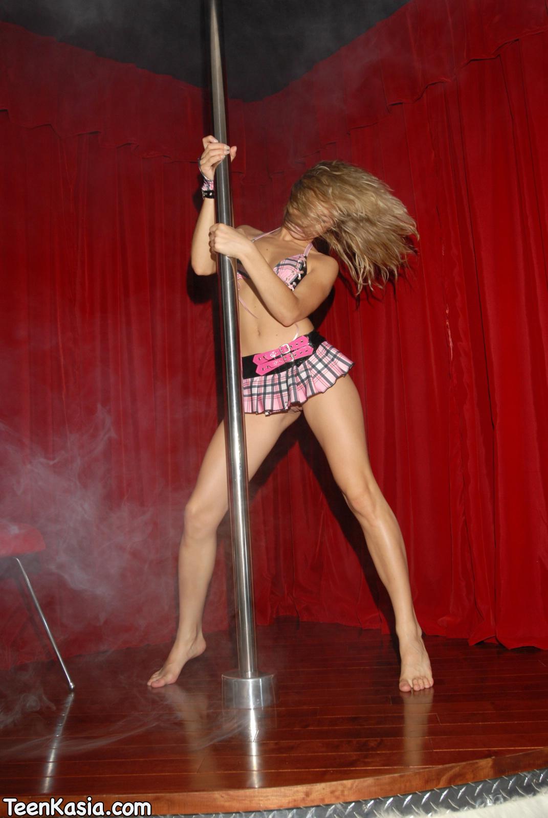 dancing Kasia nude pole
