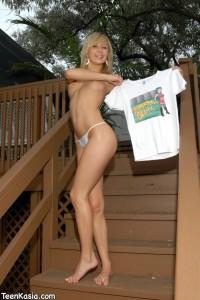 Teen Kasia in Dumpster Slut Outfit