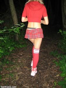 Teen Kasia Schoolgirl Masturbates in Public Park